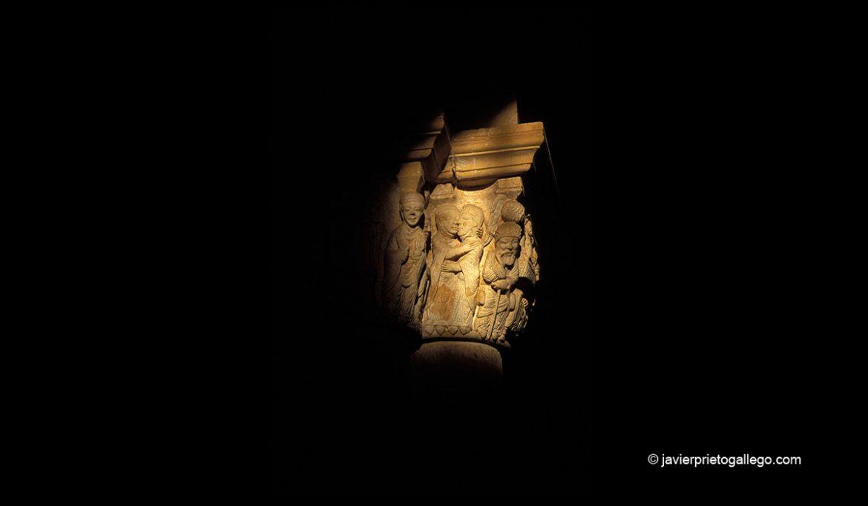 Luz equinoccial sobre el Capitel de la Anunciación en la iglesia de San Juan de Ortega. Camino de Santiago burgalés. Burgos. Castilla y León. España. © Javier Prieto Gallego