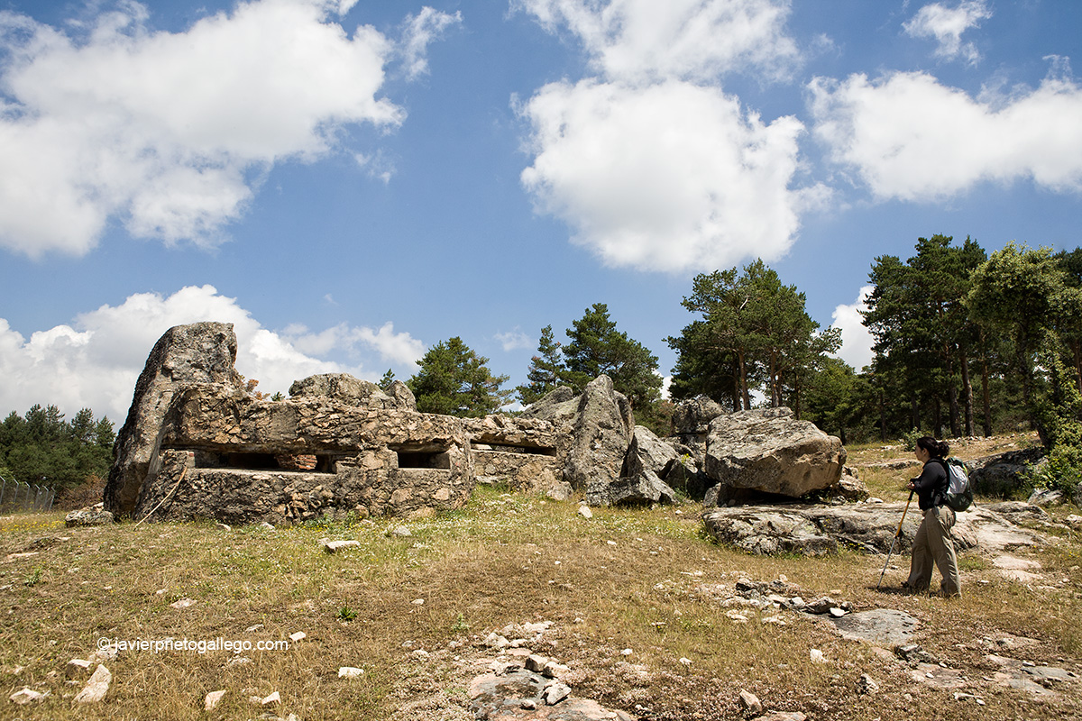 Restos de un fortín blindado en el Sendero autoguiado Paisaje de uerra. Montes de Valsaín. Segovia. Castilla y León. España. © Javier Prieto Gallego