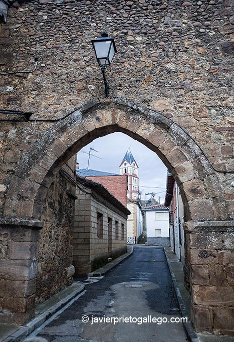 Localidad de Almanza. ribera del Cea León. Castilla y León. España. © Javier Prieto Gallego