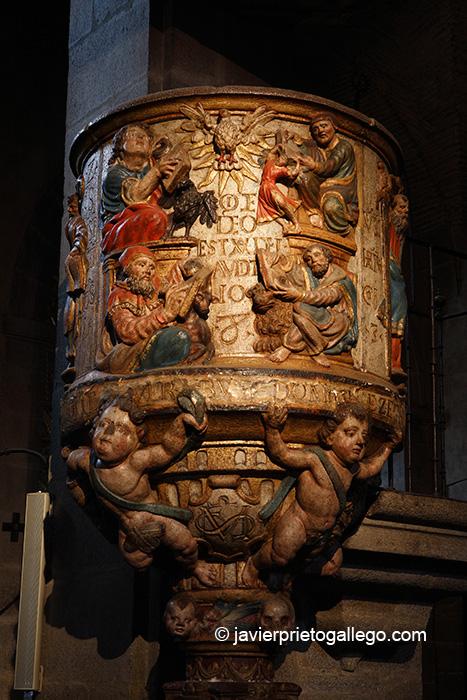 Púlpito policromado del siglo XVI. Iglesia de la Asunción. La Alberca. Sierra de Francia. Salamanca. Castilla y León. España. © Javier Prieto Gallego