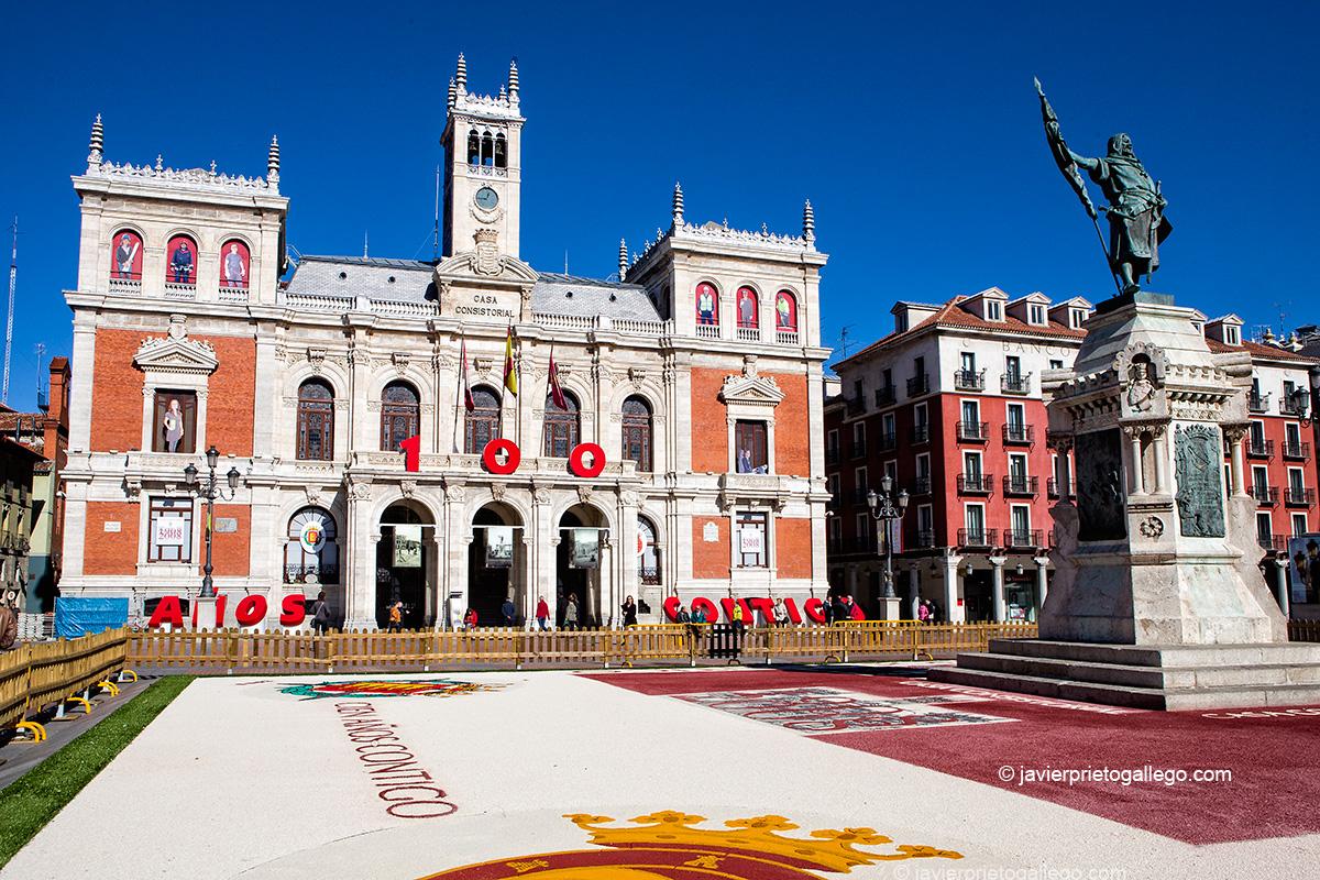 Plaza Mayor en el 100 aniversario de la construcción del Ayuntamiento. 2008. Valladolid. Castilla y León. España © Javier Prieto Gallego