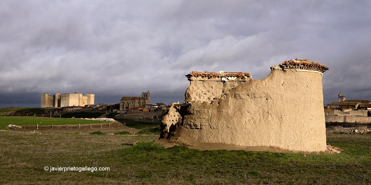 Palomar derruido y castillo de Montealegre. Montes Torozos. Valladolid. Castilla y León. España.