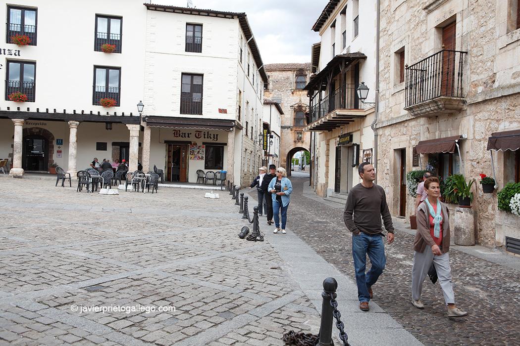 Plaza de Doña Urraca en la localidad de Covarrubias. Burgos. Castilla y León. España. © Javier Prieto Gallego