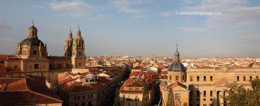 Panorámica de Salamanca desde lo alto de la catedral Nueva de Salamanca y vistas de la Clerecía. Salamanca. Castilla y León. España. © Javier Prieto Gallego