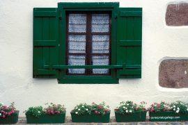 Ventana de una en el Valle de Baztán. Navarra. España. © Javier Prieto Gallego;