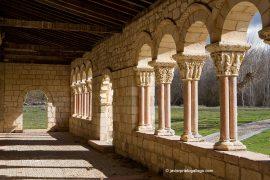 Interior de la galería porticada de la iglesia de la Asunción. Siglos XII-XIII. Duratón. Segovia. Castilla y León. España © Javier Prieto Gallego