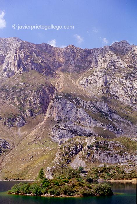 Lago de Somiedo. Asturias. España. © Javier Prieto Gallego
