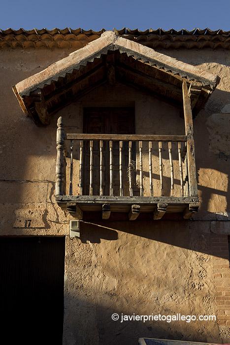 Detalle de una fachada en el casco urbano de Maderuelo. Segovia.Castilla y León. España. © Javier Prieto Gallego;