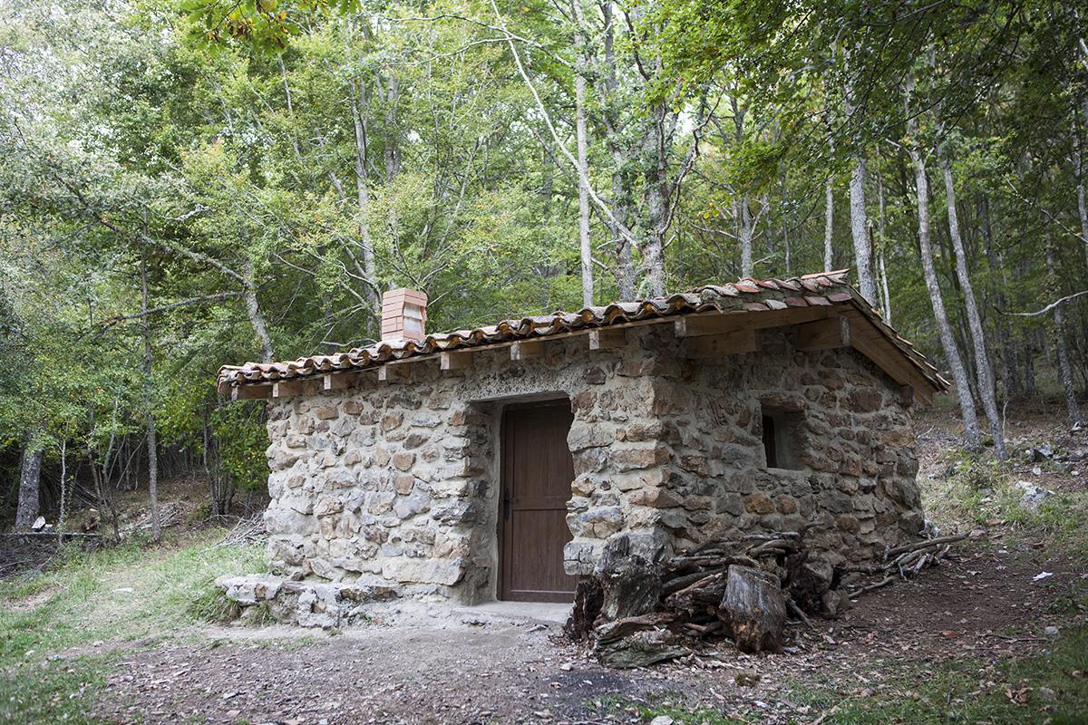 Refugio en el rodeo al embalse de Ruesga. Parque Natural de Fuentes Carrionas. Montaña Palentina. Valle Estrecho. Palencia. Castilla y León. España. © Javier Prieto Gallego