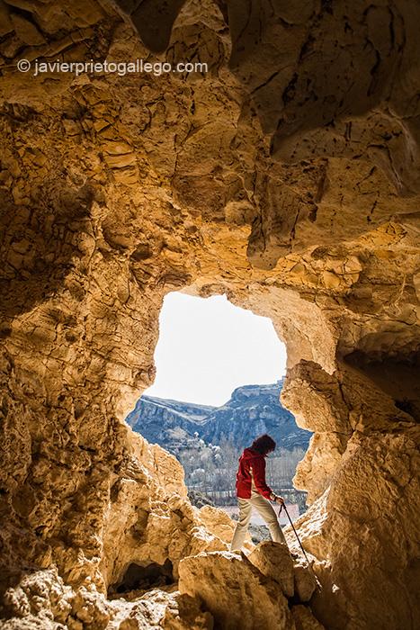 Cueva de una antigua cantera en el camino hacia el cerro de San Blas. Fuentidueña. Segovia. Castilla y León. España. © Javier Prieto Gallego