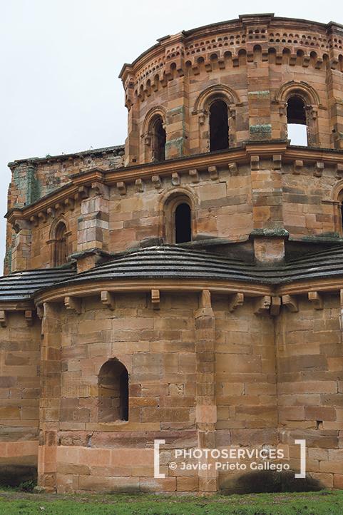 Cabecera de la iglesia formada por tres cuerpos de diferentes alturas. Monasterio de Santa María de Moreruela. Siglo XII. Zamora. Vía de la Plata. Castilla y León. España © Javier Prieto Gallego