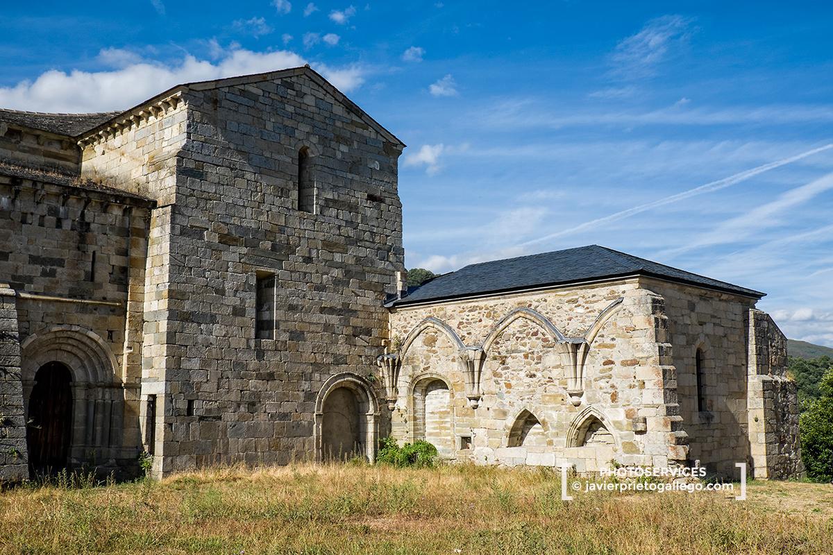 Monasterio de San Martín de Castañeda. Siglo XII. Parque Natural de El Lago de Sanabria. Zamora. Castilla y León. España. © Javier Prieto Gallego;