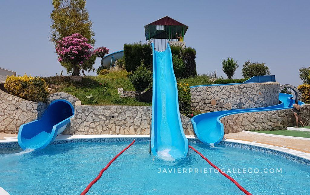 Toboganes de una piscina. Peñíscola. Castellón. Comunidad Valenciana. España. © Javier Prieto Gallego