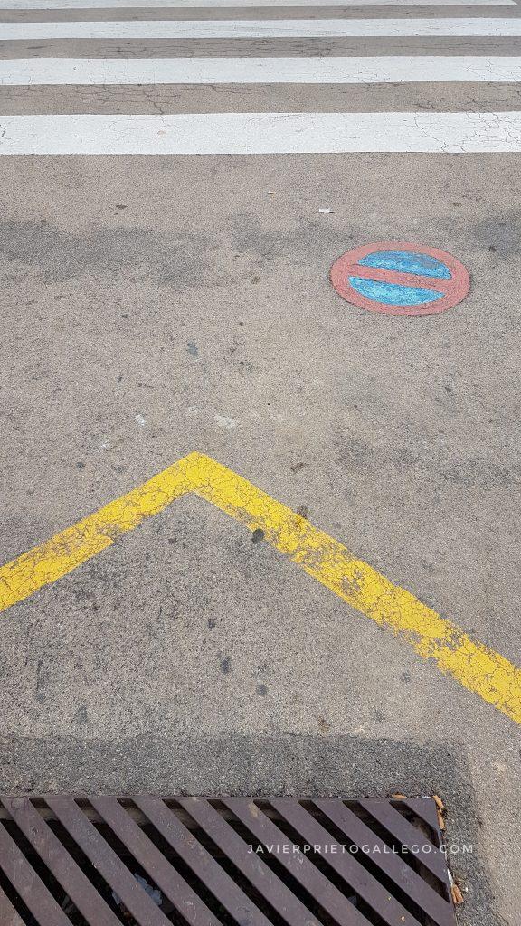 Geometrías en el suelo de una calle. Peñíscola. Castellón. Comunidad Valenciana. España. © Javier Prieto Gallego