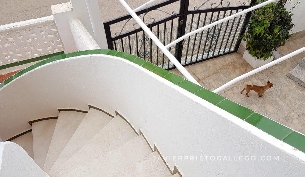 Escaleras de subida a un apartamento. Peñíscola. Castellón. Comunidad Valenciana. España. © Javier Prieto Gallego