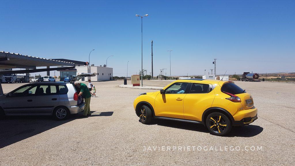 Estación de servicio junto a la autovía A-3. España. © Javier Prieto Gallego