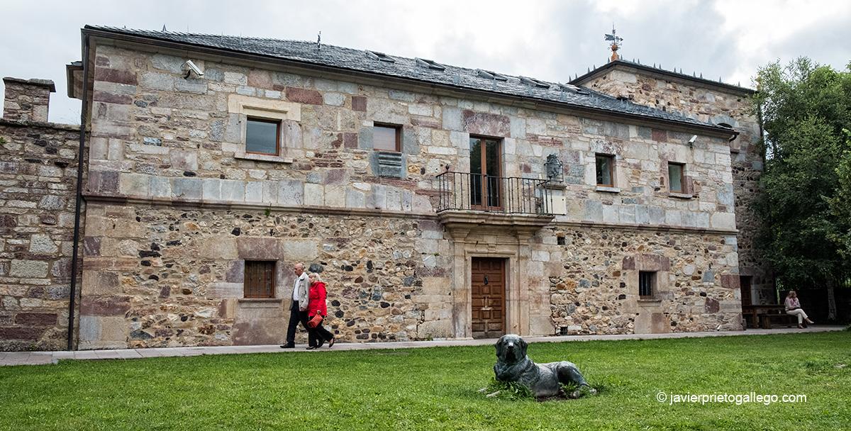 La Casa del Parque Natural de Babia y Luna se aloja en el antiguo Palacio de los Quiñones en Riolago de Babia. León. Castilla y León. España © Javier Prieto Gallego;
