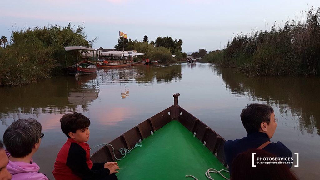 Paseos en barca al atardecer por La Albufera. Comunidad Valenciana. España. © Javier Prieto Gallego