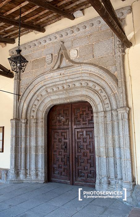 Puerta de entrada a la iglesia de Cespedosa de Tormes. Embalse de Santa Teresa. Río Tormes. Salamanca. Castilla y León. España. © Javier Prieto Gallego.