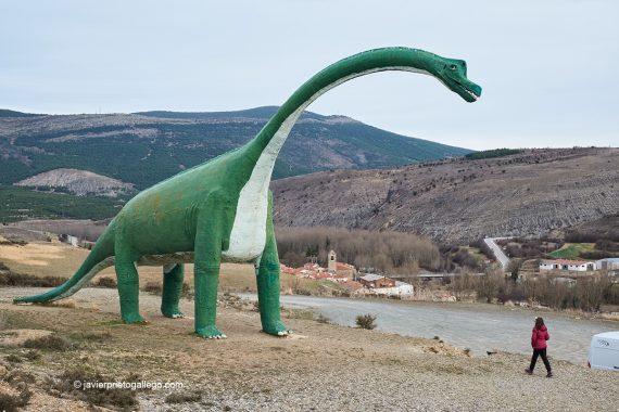 Répilca de dinosaurio en Villar del Río. Ruta de las Icnitas. Soria. Castilla y León. España. © Javier Prieto Gallego