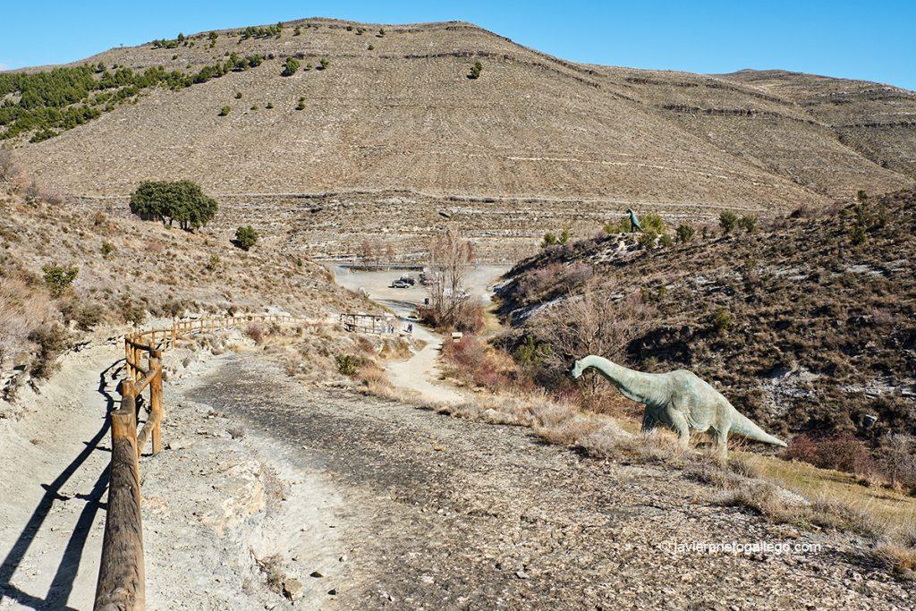 Inicio de la Senda de los Dinosaurios, en el yacimiento de Valdecevillo. Senda de los Dinosaurios. Ruta de los Dinosaurios. Enciso. La Rioja. España. © Javier Prieto Gallego