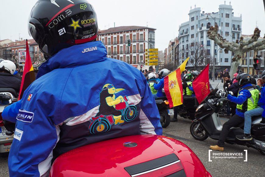 Desfile de banderas. 37ª Edición de PINGÜINOS. Concentración de motoristas. Valladolid. Castilla y León. España. © Javier Prieto Gallego