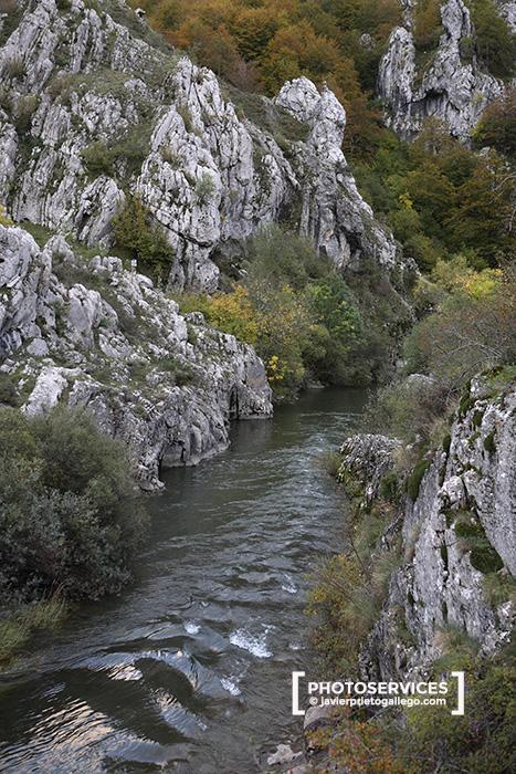Hoces del río Curueño. Ruta de los puentes o de la Calzada de Vegarada. España.