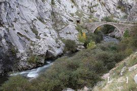 Puente del Ahorcado o de los Verdugos. Hoces del río Curueño. Ruta de los puentes romanos o de la Calzada de Vegarada. España.