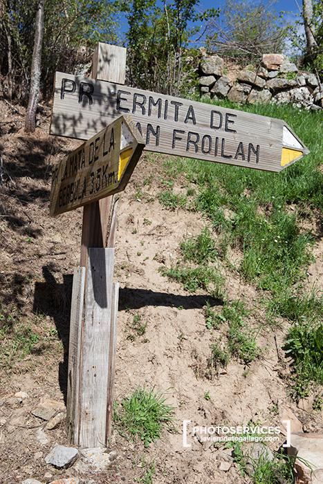 Inicio del paseo desde Valdorria a la ermita de San Froilan. Río Curueño. León. Castilla y León. España © Javier Prieto Gallego;