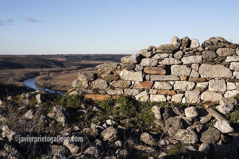Restos de la ermita de San Pelayo, cerca de Almaraz de Duero. Zamora. Castilla y León. España. ©Javier Prieto Gallego