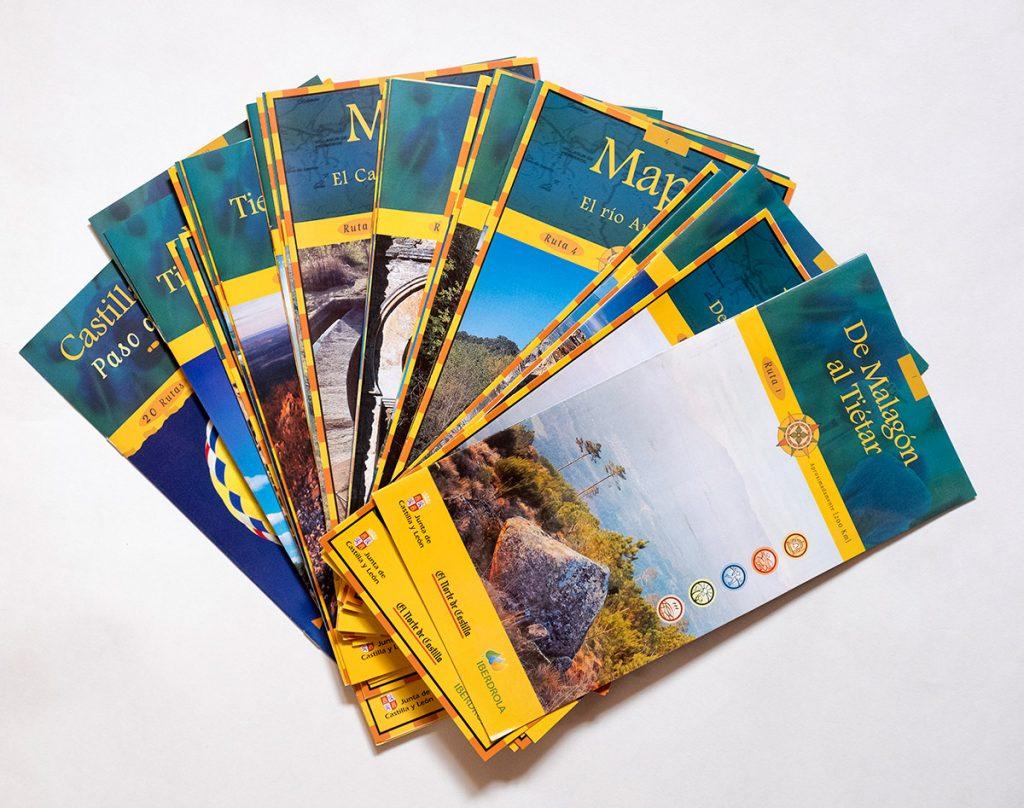 """La  colección """"Castilla y León Paso a Paso (II)"""" está formada por 20 guías de viaje y 20 mapas con propuestas de senderismo . Autor de textos y fotografías: Javier Prieto Gallego."""