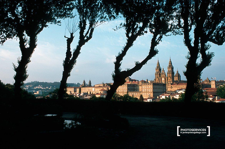 La catedral de Santiago desde el parque de La Alameda. Santiago de Compostela. Galicia. España. © Javier Prieto Gallego