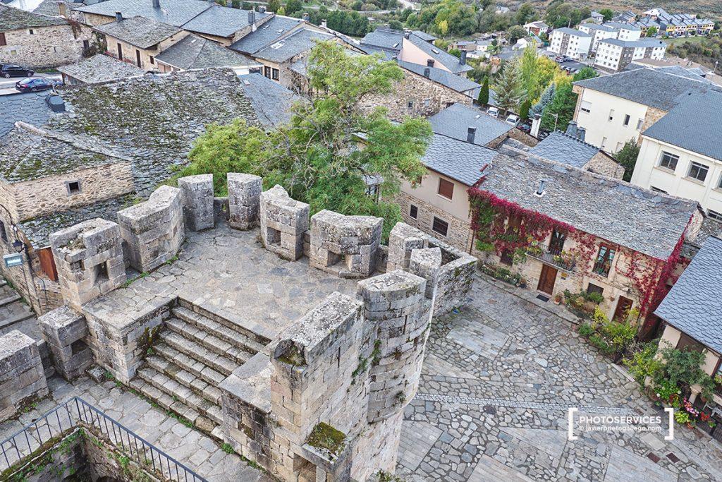 Puebla de Sanabria desde lo alto de las almenas del castillo. Zamora. Castilla y León. España. © Javier Prieto Gallego