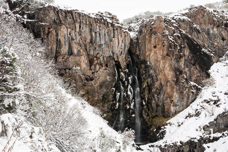 Imagen invernal de la cascada del arroyo Mazobre. Senda del arroyo Mazobre. Parque Natural de la Montaña Palentina. Palencia. Castilla y León. España © Javier Prieto Gallego