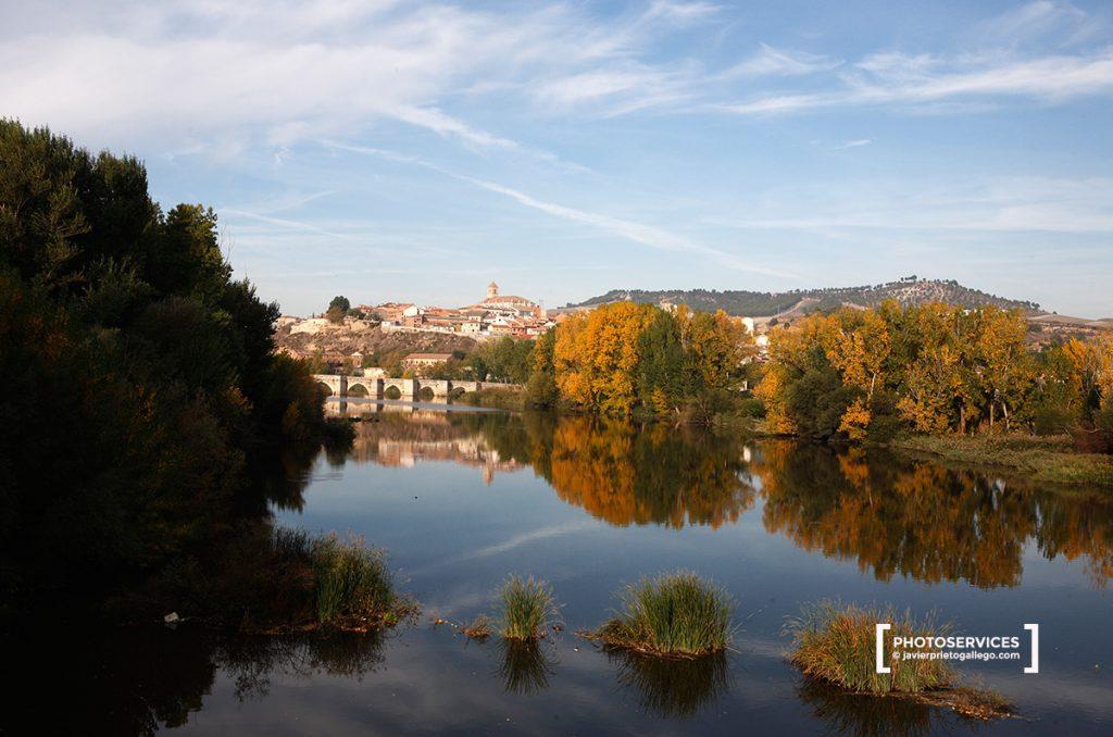 Simancas y río Pisuerga. Camino de Santiago desde Madrid. Provincia de Valladolid. Castilla y León. España. © Javier Prieto Gallego