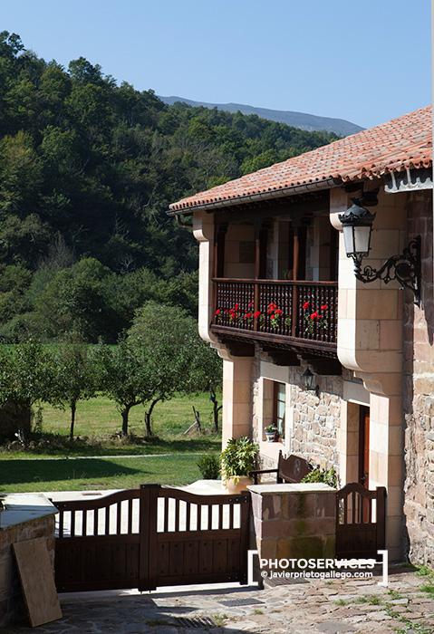 Localidad de Bárcena Mayor fue declarada conjunto histórico artístico en 1979. Parque Natural Saja-Nansa. Cantabria. España © Javier Prieto Gallego