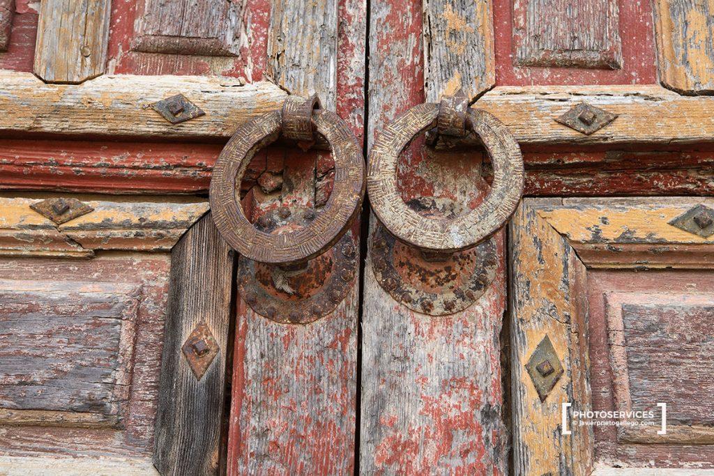 Puerta norte. Colegiata gótica de San Martín. Siglo XV. Bonilla de la Sierra. Ávila. Castilla y León. España. © Javier Prieto Gallego