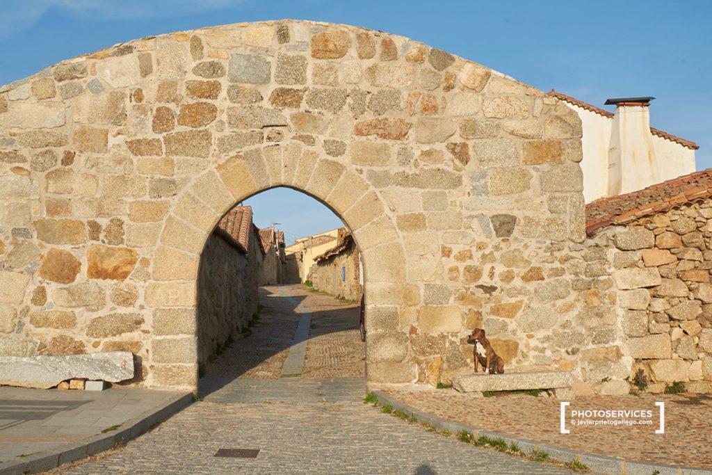 La puerta de Piedrahíta es una de las cuatro con que contó la muralla de Bonilla de la Sierra. Valle del Corneja. Ávila. Castilla y León. España. © Javier Prieto Gallego