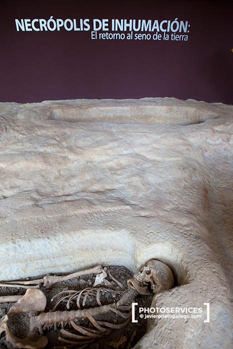 Reproducción de una necrópolis rupestre en el Centro del Interpretación del Rupestre. Localidad de Santa María de Valverde. Valle de Valderredible. Cantabria. España. © Javier Prieto Gallego